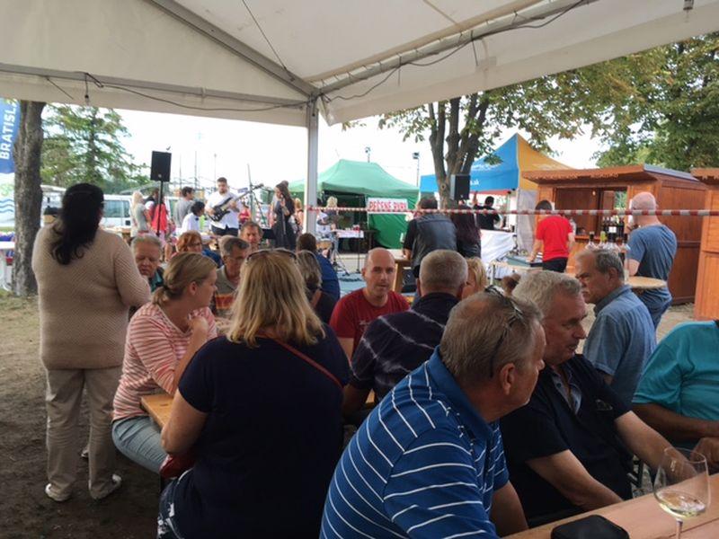 Senecký vínny festival potešil nielen vinárov  50f82656a6b